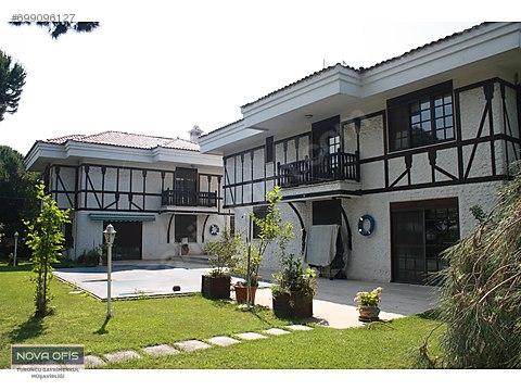Tuzla Mercan'da 1000 m² Bahçeli Havuzlu Müstakil...