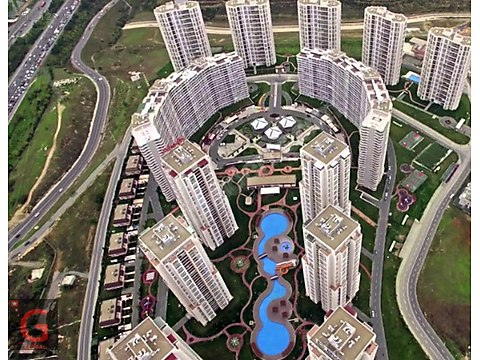 للبيع FOR SALE AĞAOĞLU MY WORLD POOL 4+1 202M2...