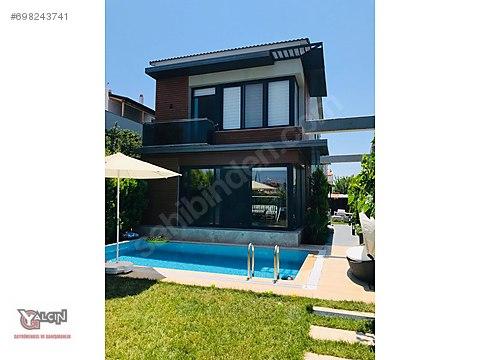 Yalçın Gayrimenkul'den Urla İskelede Havuzlu Villa