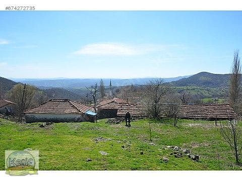 1.670 m2 Köy İçinde Meraya Cephe Dam ve Arsa.