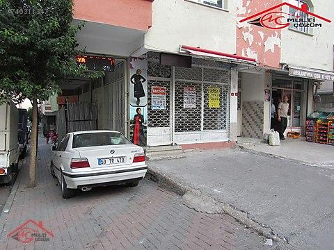 Yenibosna cuma pazarı caddesinde satılık dükkan...
