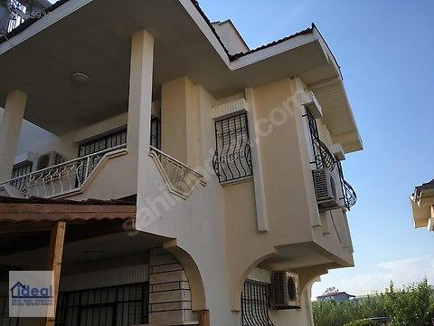 Antalya, Kadriye'de Site İçi Tripleks Havuzlu Villa...