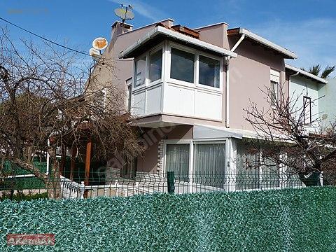 Mordoğan mahallesi merkezinde 3+1 bahçeli villa...