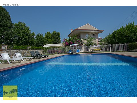 Fethiye Akarca Mahallesinde Havuzlu Yarı İkiz Villa